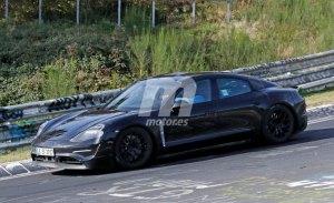 Porsche Taycan: el rival del Tesla Model S a fondo en Nürburgring