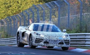 El nuevo Chevrolet Corvette C8 testado junto al Corvette C7 en Nürburgring