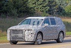 El Cadillac XT6 pierde camuflaje camino de Detroit 2019