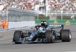 Hamilton hace buenas las órdenes de equipo de Mercedes y conquista Sochi