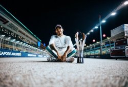 Hamilton, orgulloso de no cometer los errores de Vettel