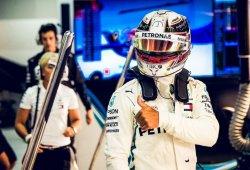 Mercedes se libra del 'graining' y domina en Sochi