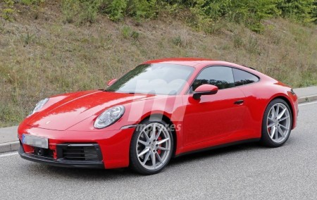 El tablero del nuevo Porsche 911 Carrera generación 992 cazado en vídeo