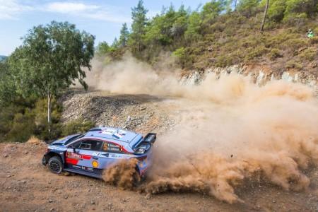Neuville y Ogier trasladan su duelo por el WRC a Turquía