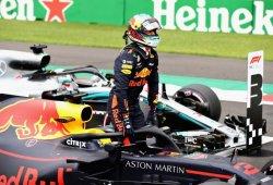 "Ricciardo ""flipa en colores"" al liderar el doblete de Red Bull"