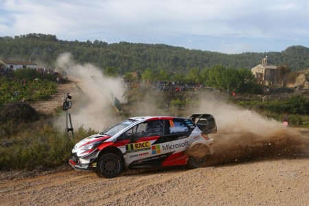 Ott Tänak arranca con fuerza sobre la grava del Rally RACC