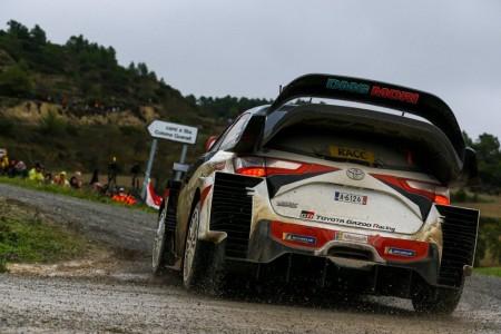 Latvala resiste los ataques de Ogier y Loeb en el Rally RACC