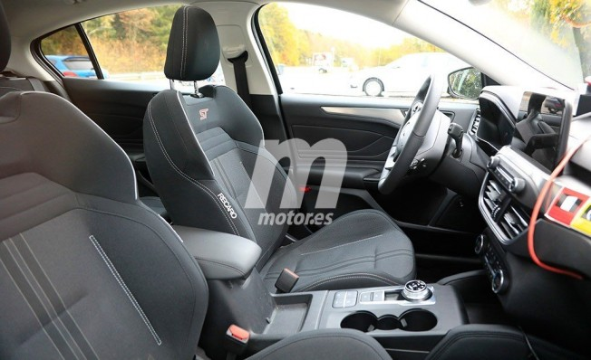 Ford Focus ST 2019 - foto espía interior