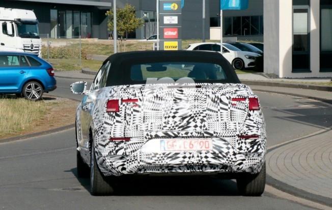 Volkswagen T-Roc Cabrio 2020 - foto espía posterior