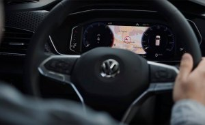 El interior del Volkswagen T-Cross, parcialmente desvelado, en este vídeo
