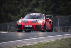 El Porsche 911 GT2 RS MR cazarrécords sigue probando en Nürburgring