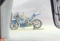 Una de las MotoGP de Álex Rins se incendia en el box de Suzuki
