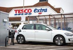 Volkswagen y Tesco instalarán miles de puntos de carga para coches eléctricos