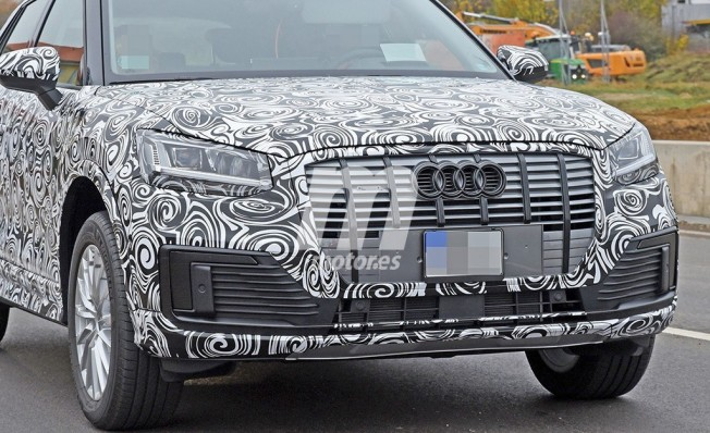Audi Q2 L e-tron - foto espía frontal