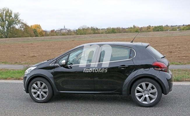 Peugeot 1008 - foto espía