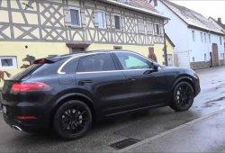 Porsche prueba el nuevo Cayenne Coupé junto al Alfa Romeo Stelvio [vídeo]