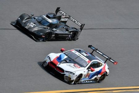 Mazda 'vuela' bajo, Alonso es segundo en la tercera sesión