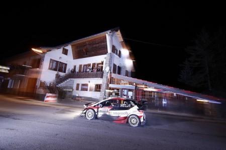 Ott Tänak reina en la noche y lidera el Rally de Montecarlo