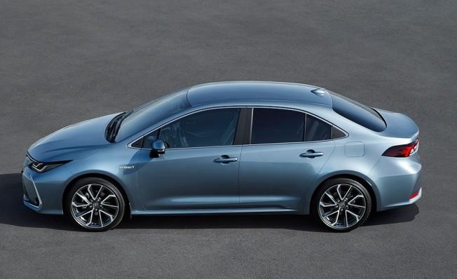 Toyota Corolla Sedán - lateral