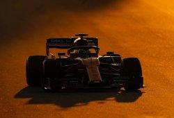 [Vídeo] El McLaren MCL34 lidera pero se para, primeros problemas serios para Mercedes