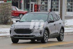 Unas fotos espía del interior desvelan al nuevo Ford Kuga Híbrido, todavía en pruebas