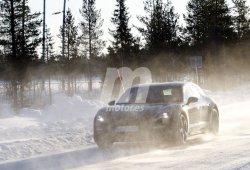 ¡Se desnuda! El nuevo Porsche Taycan Cross Turismo pierde casi todo su camuflaje