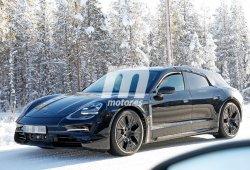 El Porsche Taycan Cross Turismo se enfrenta a la nieve del norte de Europa