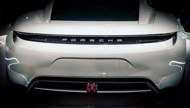 Porsche Taycan - foto espía posterior