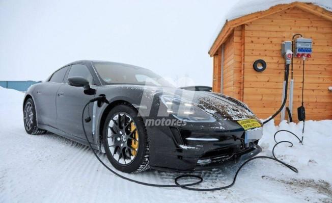 Porsche Taycan - foto espía
