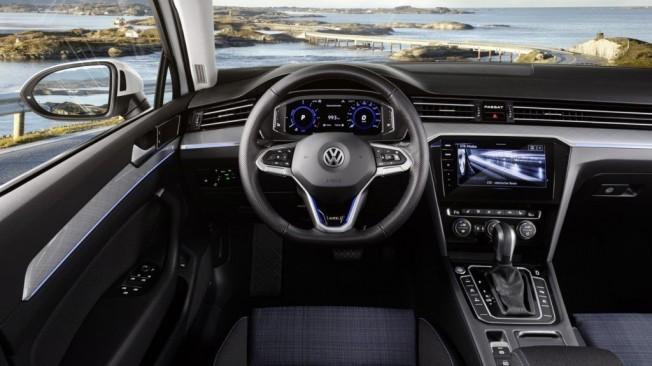 Volkswagen Passat GTE 2019 - interior