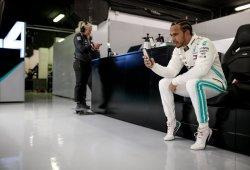 Hamilton acusa a Pirelli de no usar los neumáticos anti-blistering, Isola responde