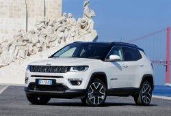 Italia - Febrero 2019: El Jeep Compass aparca en el podio