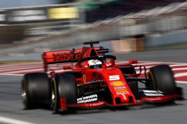 Vídeo  La vuelta más rápida de la pretemporada  ¿Vettel va en un F1 o en  el AVE  992fec9cdbb